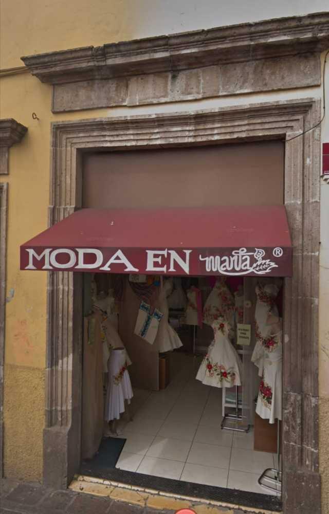 Moda en Manta (Vestidos tipicos bordados)