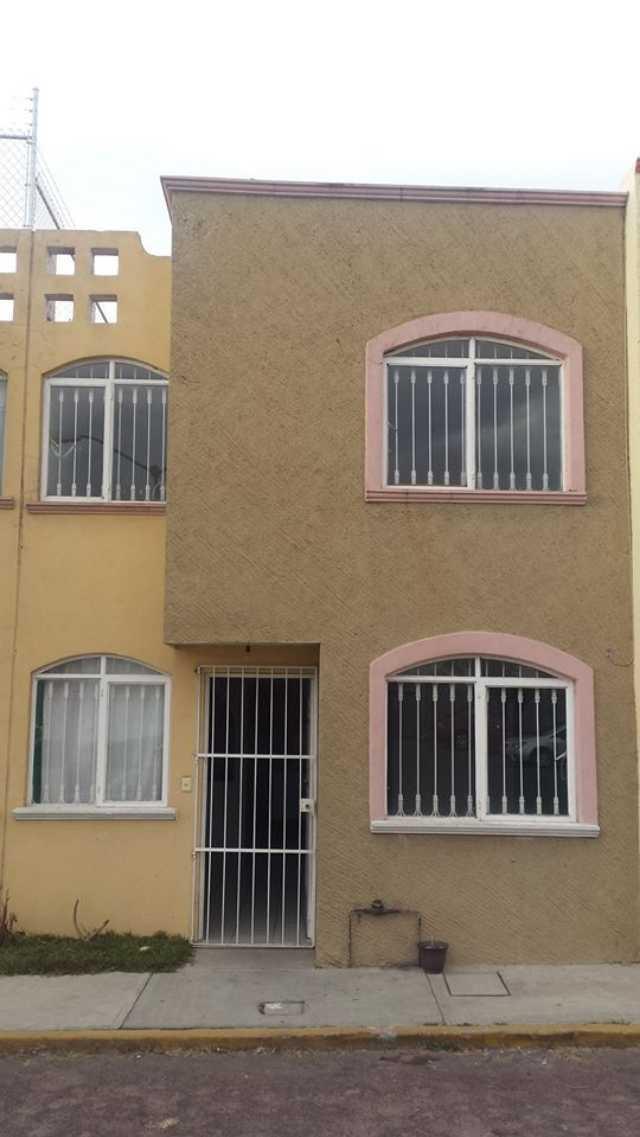 Casa en Fraccionamiento privado; ubicado dos cuadras atrás de la antigua Corona