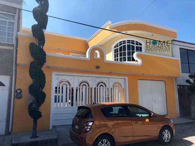 Casa en venta bonitos acabados amplia funcional recamara con baño n planta baja col Mariano Escobedo