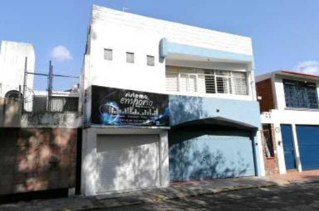 Casa Excelente para Clínica, Negocio o Habitacional frente al Bosque Cuauhtémoc.
