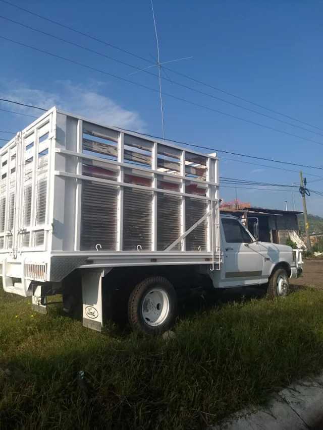 En venta camioneta Ford doble rodado 1988