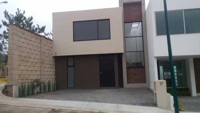 En venta Casa en av. Del papá (altozano)