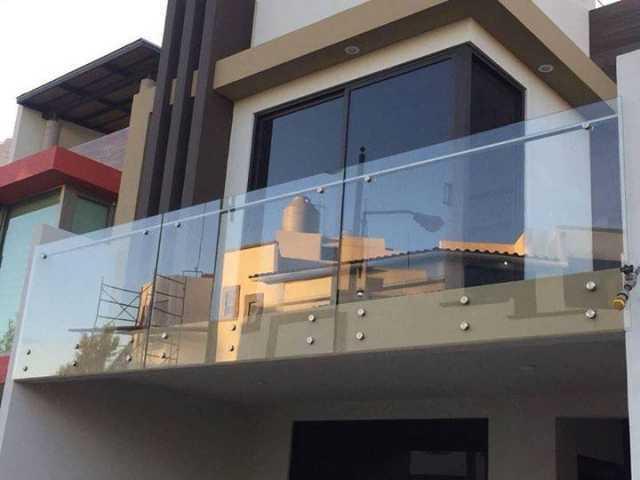 Fabricamos e instalamos, con aluminio, vidrio templado ventanas, puertas, barandales, canceles de baño, domos