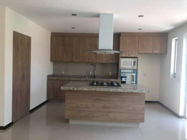 Hermosa casa nueva en venta, acabados finos en marmol en el mejor lugar para vivir, Altozano