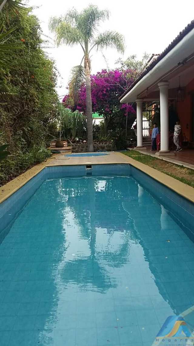 Hermosa y muy grande casa en Venta a 3 cuadras de Avenida Periodismo.