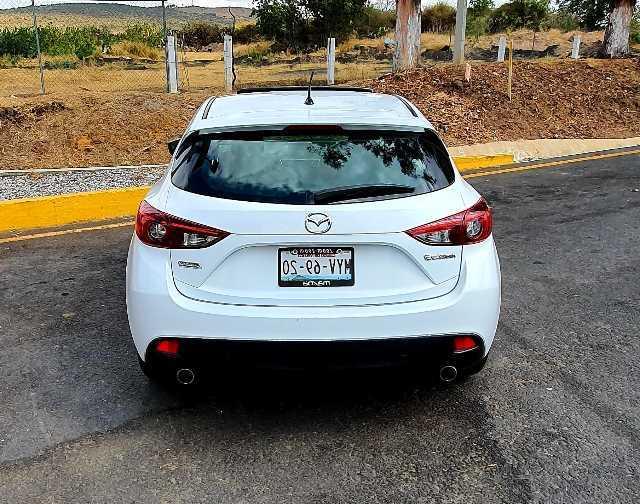Mazda 3 2015 version hacthback 2.0 4 cilindros 6 velocidades standard