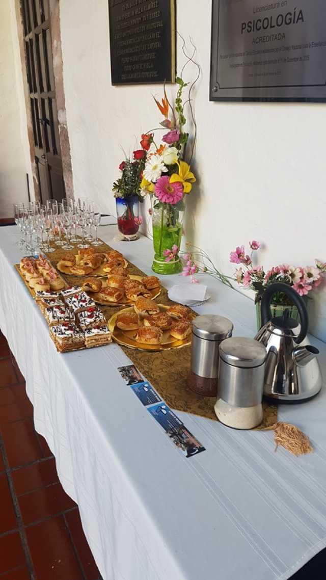 Mesas de brindis, mesas para brindis canapes bocadillos copas