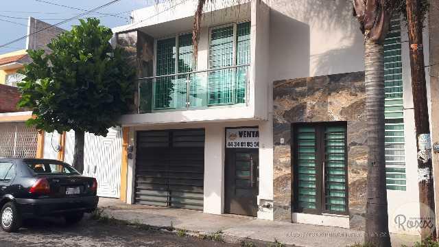 PRADOS VERDES (Casa céntrica recién remodelada)