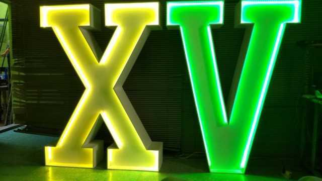 RENTA DE LETRAS GIGANTES  con luz interior LED