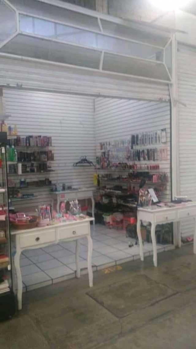 Se renta local N. 253 en la Unidad Comercial Camelinas aún costado de Aurrera de Av. Camelinas