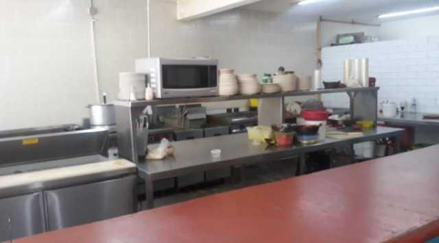 Se traspasa restaurante de mariscos en Avenida Universidad
