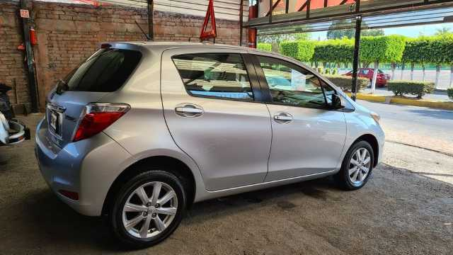 VENDO IMPECABLE TOYOTA YARIS MODELO 2012