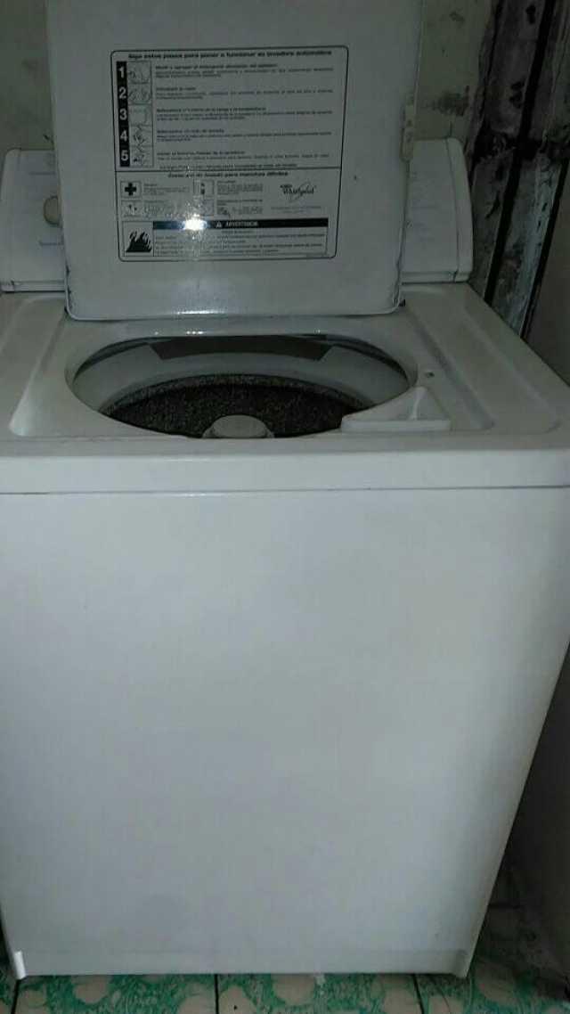 Vendo lavadora Whirlpool todo funciona