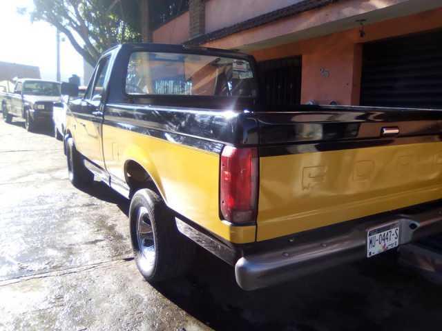Vendo o cambio camioneta Ford modelo 94 estándar 8 cilindros jalando al 100